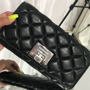Micheal kors black quilted wallet like new